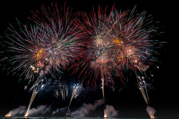 multicolored-fireworks-on-night-sky-1573724
